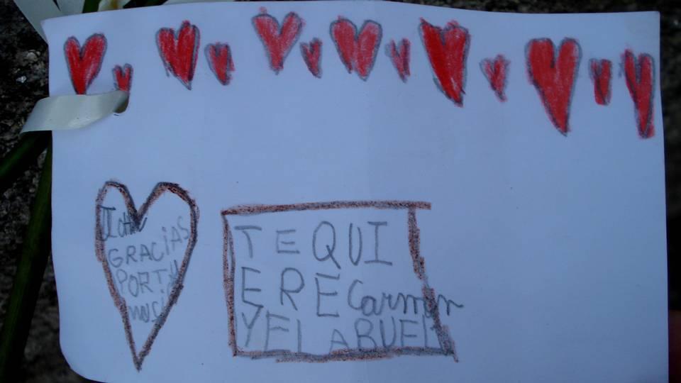 El mensaje ante la estatua de Lennon. Vicente Fernández