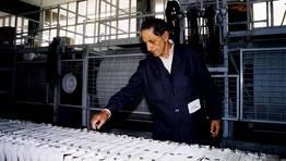 Isaac D�az Pardo na planta de producci�n de barro da f�brica de Sargadelos. FOT�GRAFO: XULIO VILLARINO