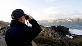 Los policías buscan desde varios puntos de la costa. FOTÓGRAFO: ÓSCAR PARÍS