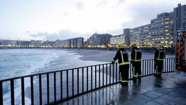 La intensidad de la marea ha dificultado las labores de b�squeda. FOT�GRAFO: �SCAR PAR�S