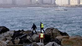 Tareas de búsqueda de los desaparecidos en la ensenada de riazor. FOTÓGRAFO: ÓSCAR PARÍS