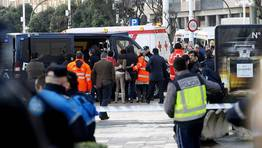 Los familiares de los desaparecidos son atentidos por personal de la cruz roja. FOTÓGRAFO: EDUARDO PEREZ
