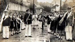 Pasacalles por Vigo, Antonio Moreira y su orquesta de Radio de Vigo, en sus comienzos. Años 50. FOTÓGRAFO: jesus moreira