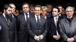 El mismo presidente francés, Nicolas Sarkozy, aludió a «la similitud» del modus operandi, y desde el colegio Ozar Hatorah al que se desplazó a última hora de la mañana instó a «no ceder ante el terror» y a hacer todo lo posible para encontrar y presentar ante la Justicia al autor FOTÓGRAFO: ERIC CABANIS/POOL | EFE