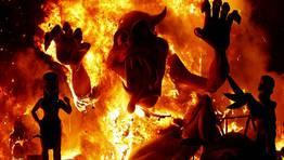 Las Fallas de 2012 han llegado ya a su fin tras la cita ineludible con el implacable fuego purificador FOT�GRAFO: HEINO KALIS | REUTERS
