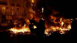 El fuego redujo a cenizas las enso�aciones art�sticas de los 764 monumentos grandes e infantiles FOT�GRAFO: HEINO KALIS | REUTERS