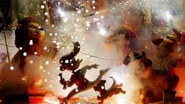 A medianoche, las fallas grandes han comenzado a arder y el fuego ha devorado sin miramiento la creatividad de los artirtas FOT�GRAFO: Kai F�rsterling | EFE