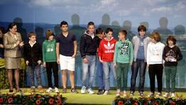 La Gala do Deporte Ferrolán distinguió a más de medio centenar de deportistas, entrenadores y dirigentes. En la imagen, el equipo alevín de O Parrulo, recogiendo su premio en el Jofre. FOTÓGRAFO: CESAR TOIMIL