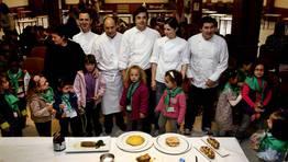 Los ni�os Tui han recibido hoy una clase de cocina de lujo. FOT�GRAFO: M. MORALEJO