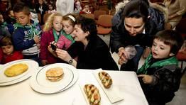 Alberto Gonz�lez y Raquel Alonso, del restaurante Silabario, dieron justificaciones a su fama. FOT�GRAFO: M. MORALEJO