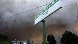 El fuego declarado en el parque natural de Fragas do Eume amenaza con convertirse en una cat�strofe medioambiental. FOT�GRAFO: C�SAR TOIMIL