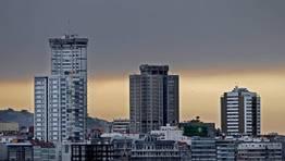 El humo del incendio de Fragas do Eume fue visible incluso en A Coru�a. FOT�GRAFO: GUSTAVO RIVAS