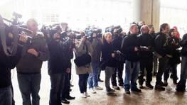 El caso est� generando una gran expectaci�n. Algunos de los periodistas que se congregaron a la salida del juzgado. FOT�GRAFO: �lvaro Ballesteros