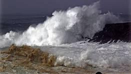 Las autoridades han decretado la alerta roja en el mar. FOT�GRAFO: Gustavo Rivas