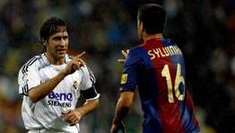 Discusi�n entre Ra�l y Sylvinho (2006). FOT�GRAFO: QUEIMADELOS