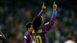 Ronaldinho fue uno de los pocos jugadores azulgranas que logr� llevarse un aplauso del Bernab�u. FOT�GRAFO: BENITO ORDO�EZ