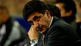 Esta es la cara que le qued� a Garc�a Rem�n tras el 3-0 que le endos� el Barcelona a su equipo en el a�o 2004. FOT�GRAFO: MANUEL QUEIMADELOS