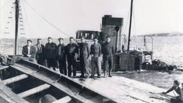 Naufragio del �Somosierra� el 2 de marzo de 1958. Entre sus tripulantes, el cedeir�s Manuel Pernas �O Canoura� (contramaestre), y Santirso, cocinero vecino de Mani�os FOT�GRAFO: Luis
