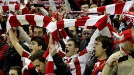 San Mam�s disfrut� de la clasificaci�n de su equipo para la final de la Liga Europa. FOT�GRAFO: Alfredo Aldai | EFE