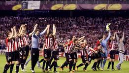 Ir�bar, historia viva del Athletic, se emocion� con el partido de su equipo. FOT�GRAFO: LUIS TEJIDO | EFE