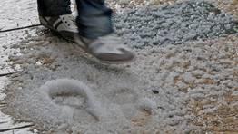 El granizo dificultó el tránsito de los peatones FOTÓGRAFO: MIGUEL VILLAR