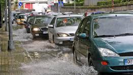Las intensas lluvias provocaron atascos en la capital FOTÓGRAFO: MIGUEL VILLAR
