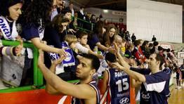Como cada partido el equipo agradeci� a la afici�n su apoyo FOT�GRAFO: MIGUEL VILLAR