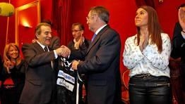 El presidente del Obradoiro, Ra�l L�pez, aprovech� el acto para recordar que no sabe de d�nde se van a sacar los dos millones de euros que necesita obtener el club entre los meses de mayo y junio por la venta de acciones. FOT�GRAFO: XO�N A. SOLER