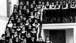 Alumnas del Colegio El Pilar, Foz, 1965 FOT�GRAFO: cedida por Isabel Becerra