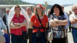 Cerca de 600 personas acudieron hoy a las fiestas de San Isidro de Rois, una celebraci�n a la que le benefici� el buen tiempo. FOT�GRAFO: MERCE ARES