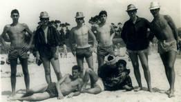 Grupo de j�venes en la playa de Seselle (Ares) en el verano de 1961 FOT�GRAFO: Jos� Luis Bouza
