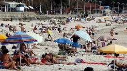Con unas m�ximas de 32 grados, imposible resistirse a la playa FOT�GRAFO: XOAN CARLOS GIL
