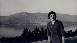 Julieta Vazquez en La Guia, con La Ria de Vigo al fondo.
