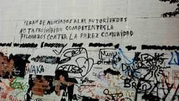 """A�os lleva esta pintada en el barrio Feijoo de la capital lucense. A la vista de ella cabr�a decirle a su autor o autora que no le d� patadas al diccionario y que nosotros no le daremos patadas al bal�n contra """"su"""" pared FOT�GRAFO: cedida"""