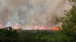 Parece un incendio, pero no, se trata de una quema controlada hecha esta ma�ana cerca del aer�dromo de Rozas FOT�GRAFO: M.C.
