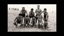 Grupo de amigos en la playa de San Xurxo (Ferrol), en la d�cada de los sesenta FOT�GRAFO: Jos� Santos Santos