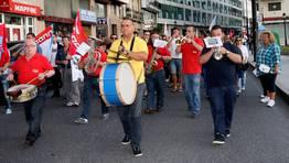 Una banda de música durante la manifestación celebrada en Viveiro que cerró también el acto final en la plaza Maior FOTÓGRAFO: PEPA LOSADA