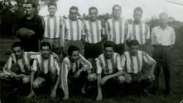 Alineaci�n del Uni�n Brisas F.C., en sus inicios, en la temporada 1961-62. Eduardo (entrenador), Cortizas, Gallego, Aneiros, Marcelino, Galdo, Couce, Jos�, Quico, Ba�obre, Blanco y Bell�n FOT�GRAFO: Luis Gallego