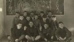 Alumnos de la Escuela Nacional de Santa Cecilia, en Ferrol, sonrientes durante la celebraci�n de las Pascuas de 1963. FOT�GRAFO: CARLOS MONTERO GARC�A