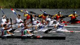 Competici�n femenina de K-4. FOT�GRAFO: JIM YOUNG | Reuters