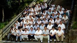 Promoci�n de aprendices de Baz�n de 1962, en una comida conmemorativa en 1989. El grupo volver� a reunirse el pr�ximo 28 de septiembre. Los interesados pueden contactar en el n�mero 652984466 FOT�GRAFO: Juan Cebreiro