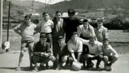 Alumnos del colegio Dafonte (Ferrol), durante una excursi�n a Cedeira en 1958 FOT�GRAFO: Jos� Luis Bouza