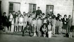 Vecinos de la parroquia pontesa de Goente de excursi�n de fin de curso a A Toxa, en 1970 FOT�GRAFO: Fina Barro