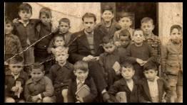 Alumnos de la escuela de Cari�o con su profesor, Antonio Losada, en el a�o 1943 FOT�GRAFO: Alberto G�mez