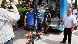 Aficionados gallegos se fotograf�an con Juanjo Cobo. FOT�GRAFO: MONICA IRAGO