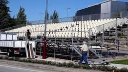 Preparativos para seguir la Vuelta a Espa�a en la Avenida de Compostela en Pontevedra. FOT�GRAFO: MONICA IRAGO
