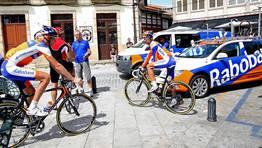 El equipo Rabobank, en las calles de Cambados. FOT�GRAFO: MARTINA MISER