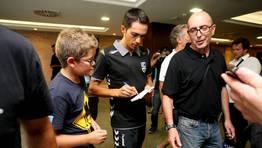 Contador firma aut�grafos en Sanxenxo. FOT�GRAFO: M�nica Irago