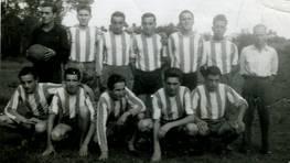 Alineaci�n del Uni�n Brisas F.C. en sus inicios, en la temporada 1961-62. Eduardo (entrenador), Cortizas, Gallego, Aneiros, Marcelino, Galdo, Couce, Jos�, Quico, Ba�obre, Blanco y Bell�n FOT�GRAFO: Luis Gallego