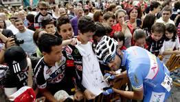 Gustavo C�sar Veloso, en la salida de la etapa en Ponteareas. FOT�GRAFO: Oscar Vazquez